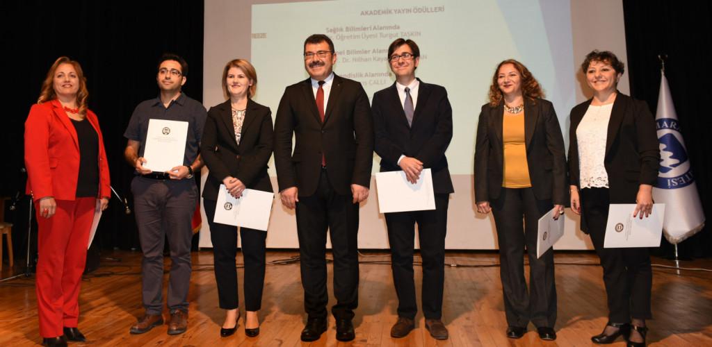 """Öğretim Üyemiz Prof. Dr. Olcay Bige AŞKUN """"Marmara Üniversitesi Akademik Yayın Ödülüne"""" layık görüldü."""